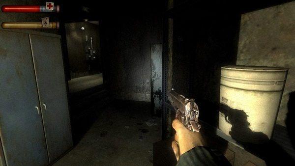 とにかく暗くてグネグネしているのが、ホラーゲームでよく見るタイプの画面構成。  (画像は『CONDEMNED: Criminal Origins』、Monolith Productionsホームぺージより)