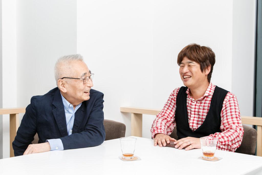 丸山茂雄氏(左)と川上量生氏。