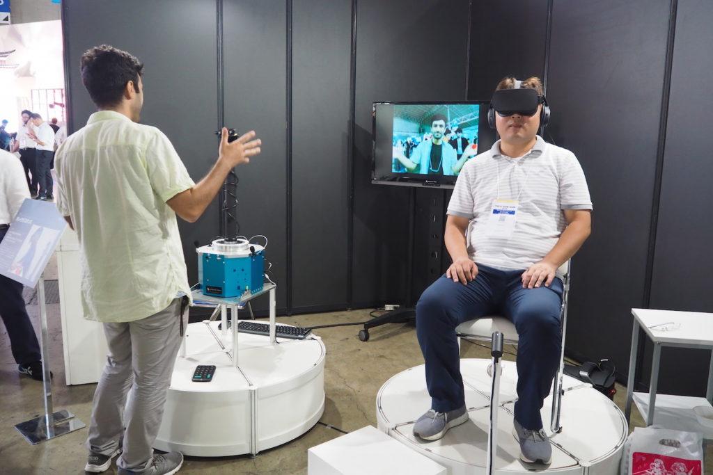 この技術を使えば、ゲーム世界にあるものに触れることも可能。ロボットなら生身の人間が成し得ないこともできるから、「溶岩が煮え立つ火山口も体験できる?」などと妄想も膨らむ。