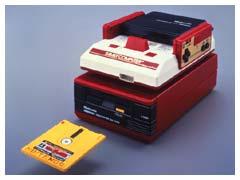 1986年に登場した「ファミリーコンピュータ ディスクシステム」(画像は任天堂公式サイトより)
