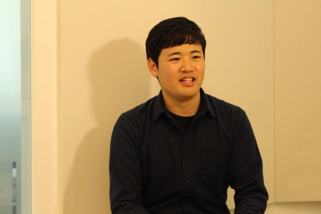 こちらの質問にハキハキと答える、高橋さん。とても印象の良い好青年だ。